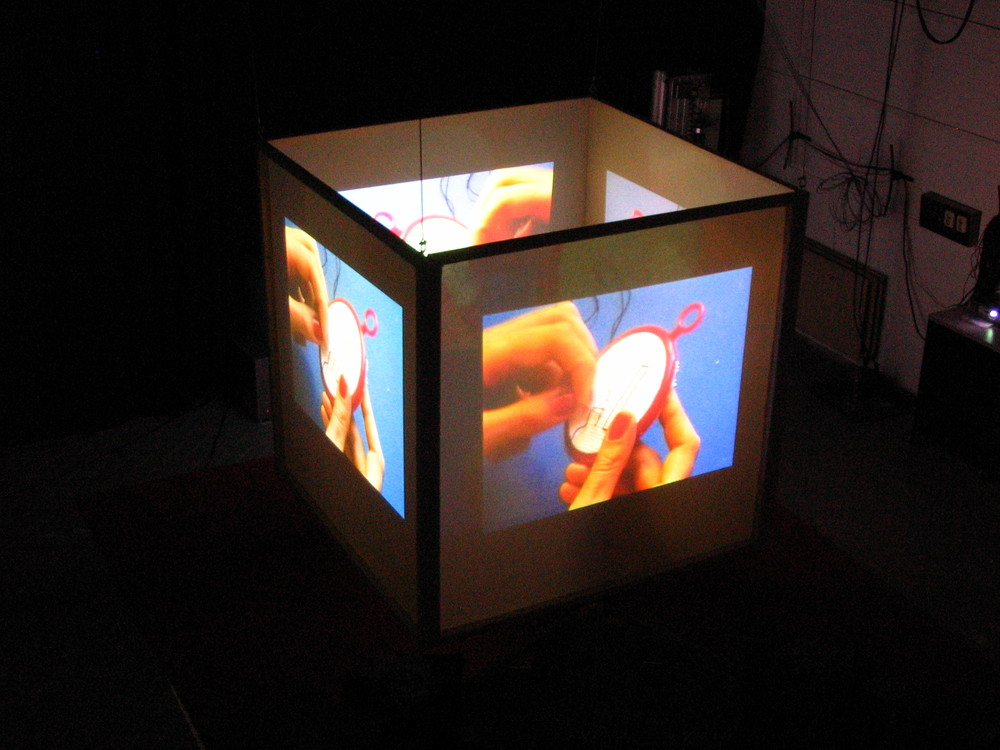 Random work from Laurien Versteegh | I am, graduation project - video installation | Picture 1