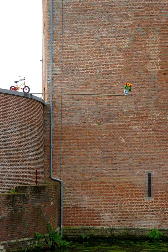 Random work from Niels van der Kuur, beeldende kunst in de openbare ruimte | Objecten / Installaties / Kunst in de openbare ruimte | Who is afraid of red, yellow and Delfts blue