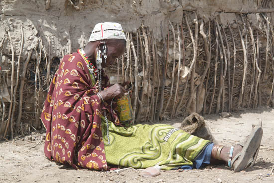 Random work from photos by caroline langevoord   portraits of east africa   masai woman making beads