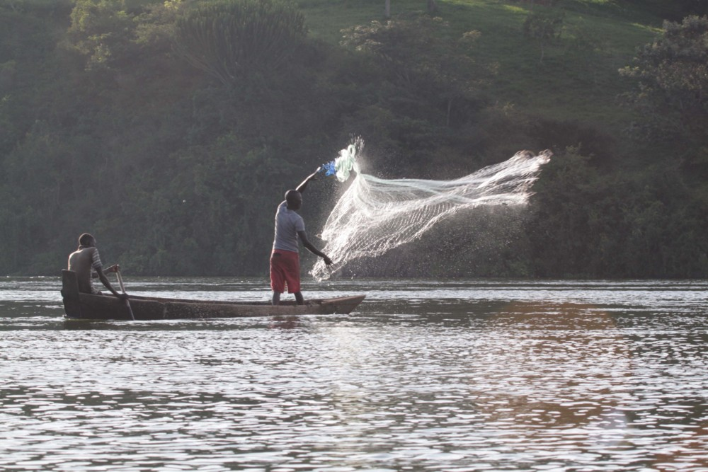 Random work from photos by caroline langevoord | portraits of east africa | fishing men on the nile (3)